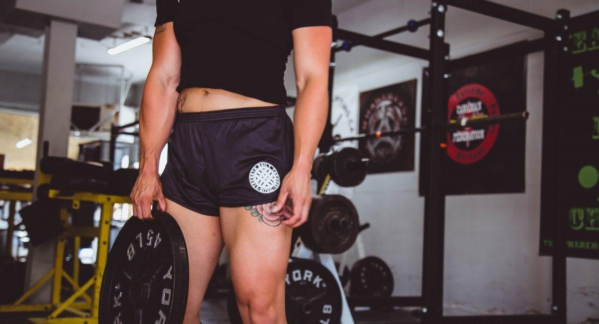 Jedz wystarczająco dużo białka i ćwicz siłowo